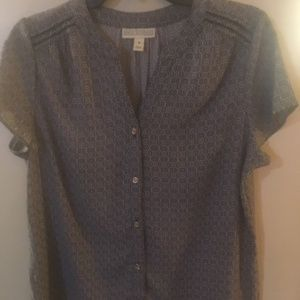 New w/o tags. SZ medium Dana Buchman top w/btns